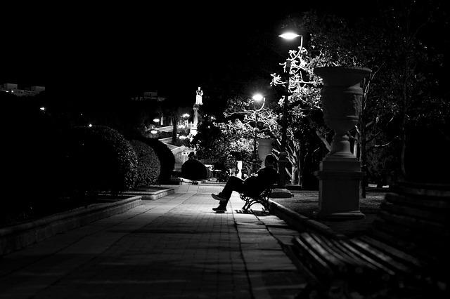 loneliness-2300582_640